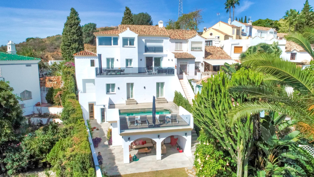 This is a simply outstanding property which needs to be seen to be appreciated. Situated in an exclu,Spain