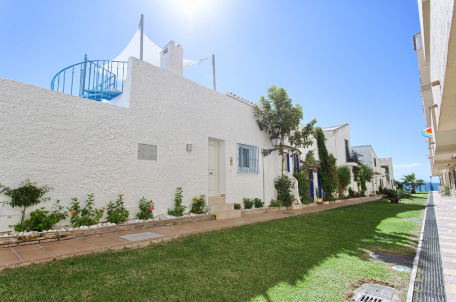 This lovely quaint townhouse has been fully renovated in a modern style and includes 2 bedrooms, 2 B,Spain