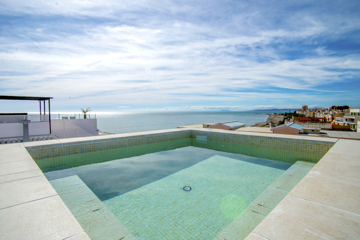 Fantastic penthouse situated on the beachfront in the town of Estepona, within easy walking distance,Spain