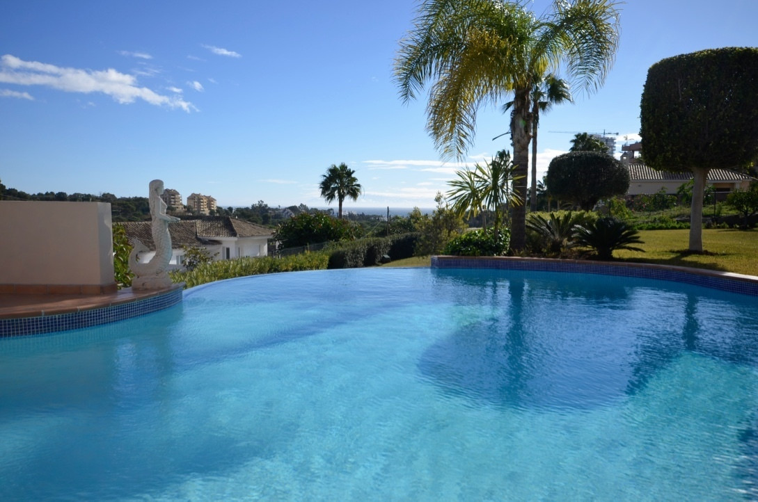 This is a beautiful villa built to a high standard and in a perfect location in the area of Rio Real,Spain