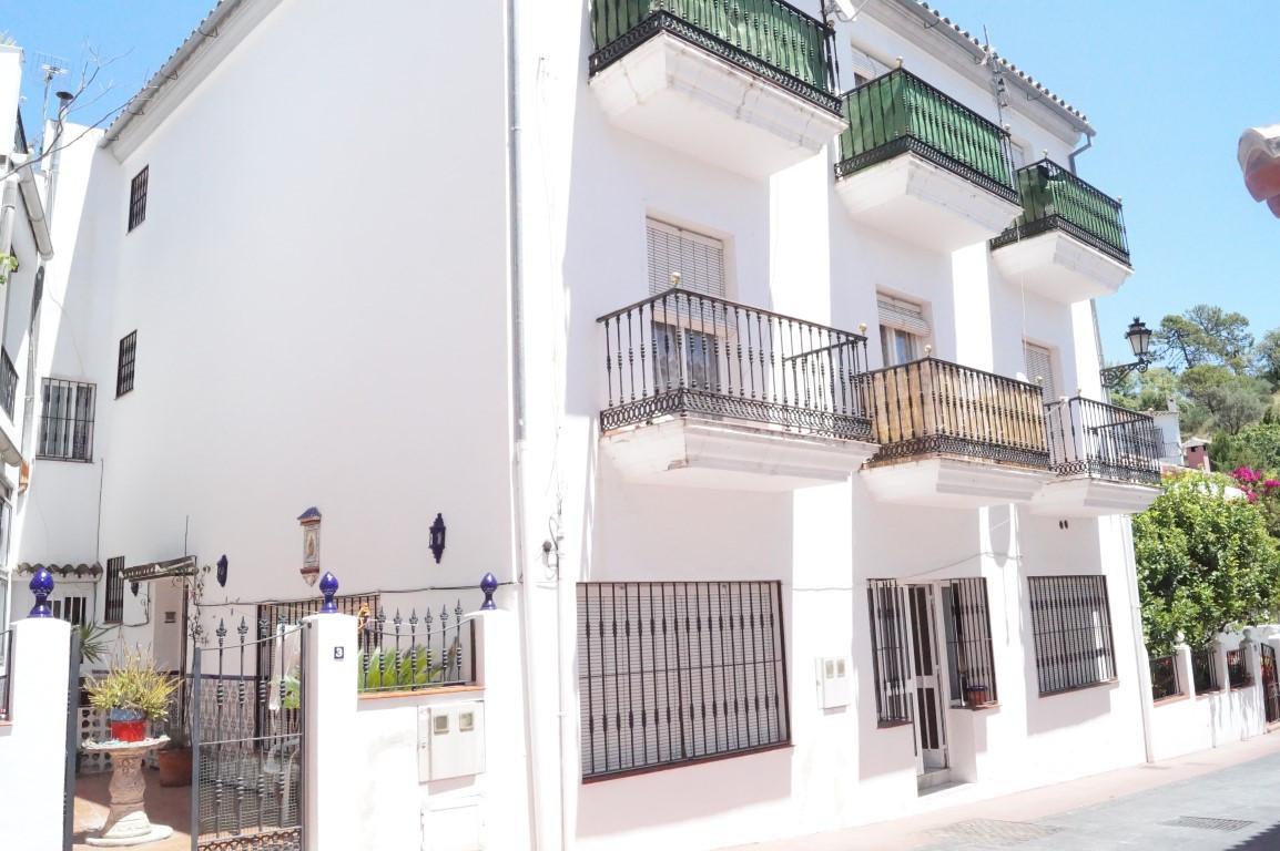 Marbella Banus Pareada en Venta en Benahavís – R2873585
