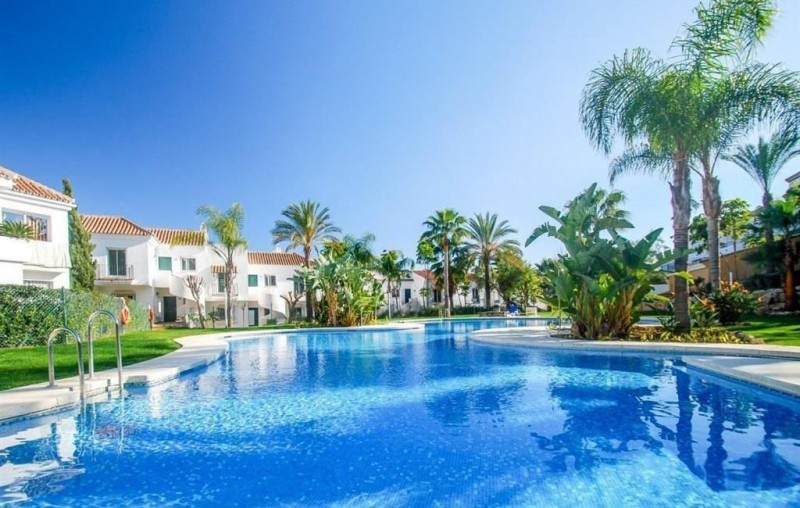 This penthouse apartment is located just a 6 minute drive from Puerto Banus in the Nueva Andalucia G,Spain