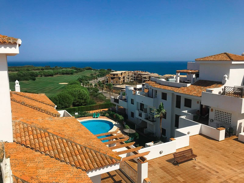 This penthouse is like brand new as it has only ever been used for four weeks in total. It is locate,Spain