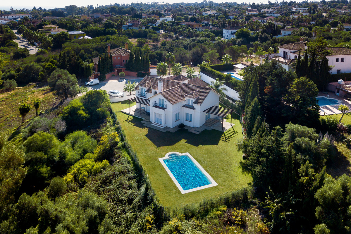 This magnificent private villa on a large flat plot in Sotogrande Playa has recently been reformed t, Spain