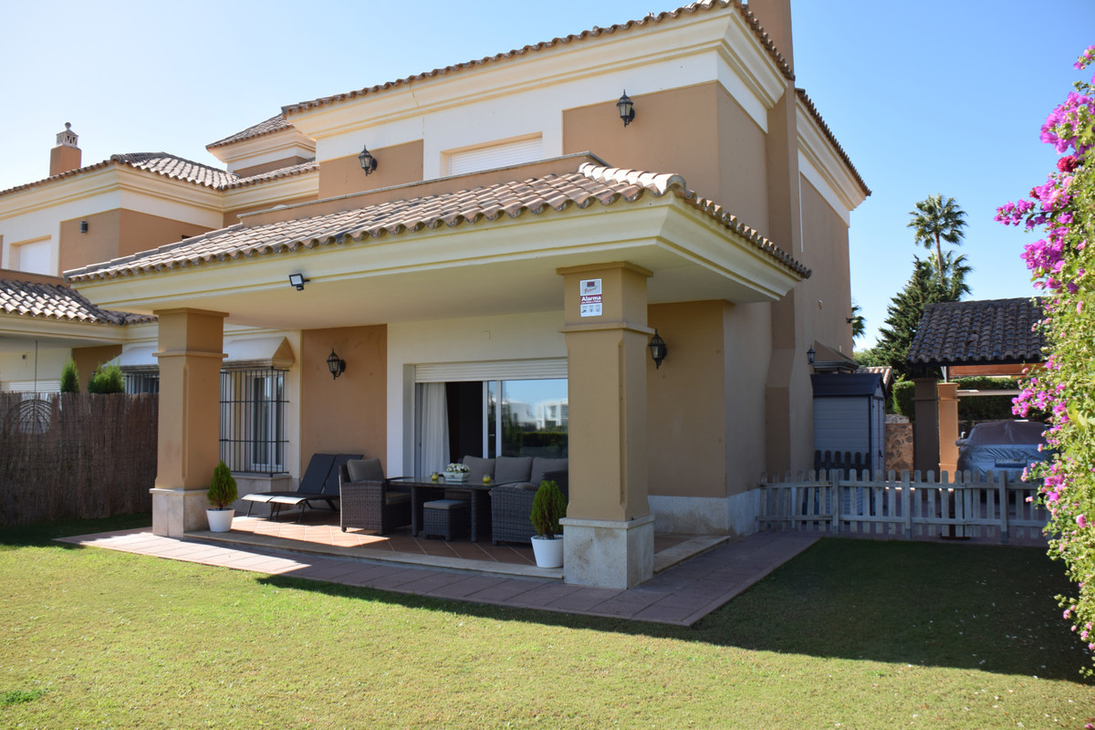 Beautiful property in first line golf, amazing views and no stairs to come in! Southeast orientation, Spain