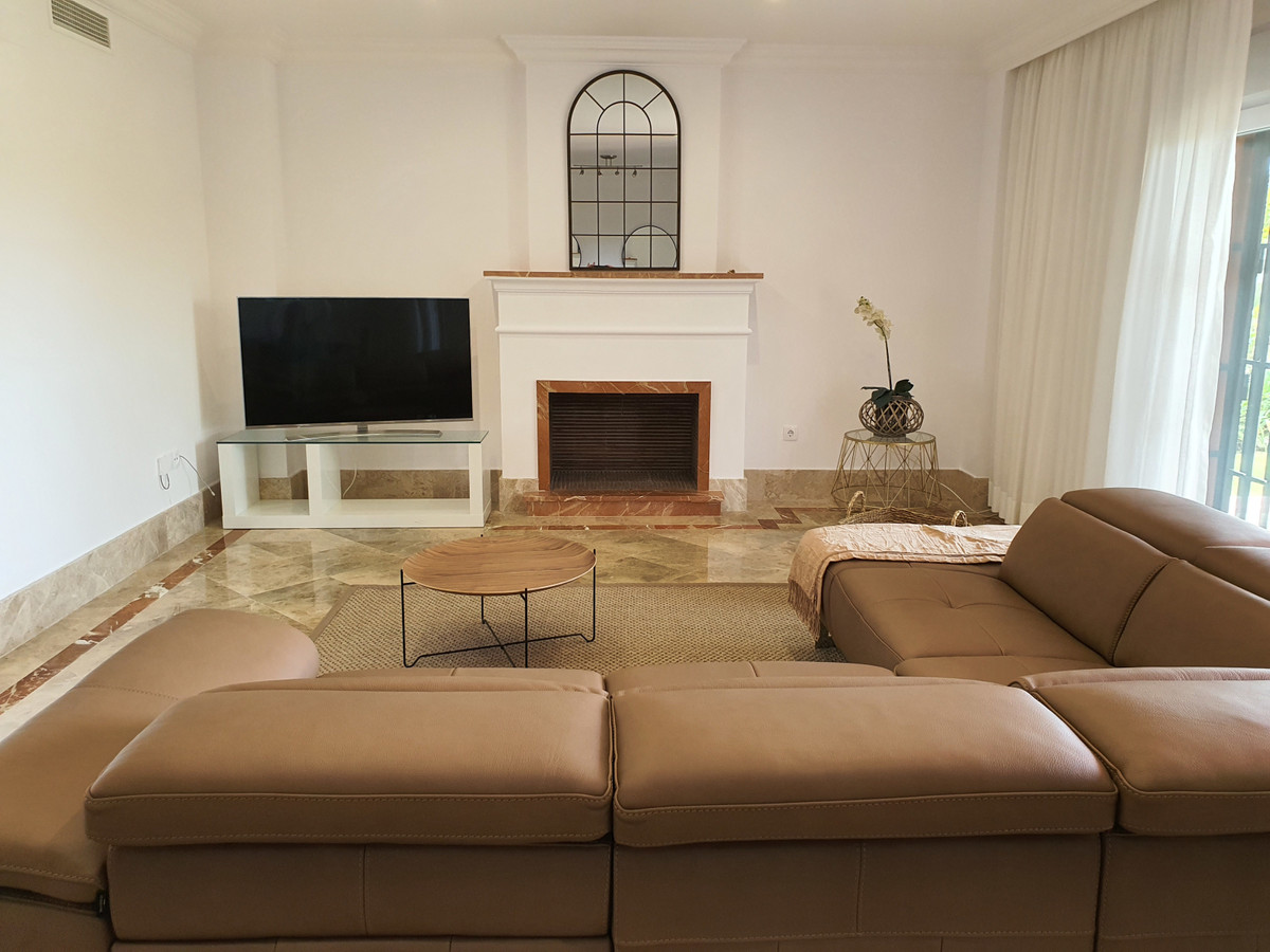 Charming semi-detached villa where you can find the desired peace and quiet, surrounded by the great,Spain