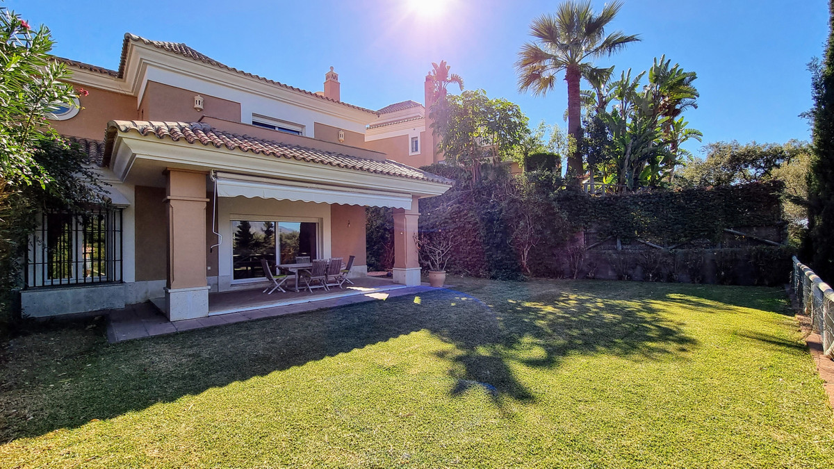 Fantastic frontline golf property, west facing with beautiful golf and mountain views. The property ,Spain