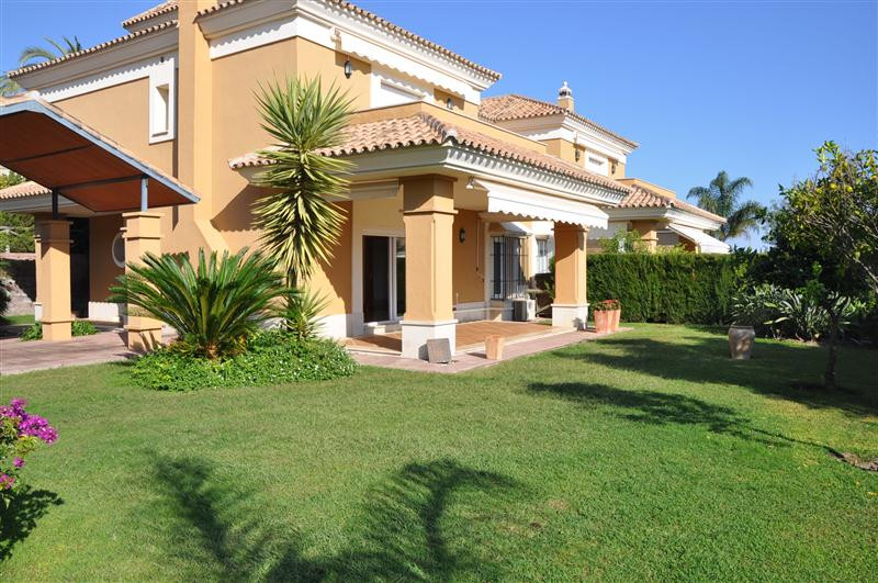 Fantastic south facing semi-detached villa with large garden. Unfurnished. The house has 3 bedrooms,,Spain