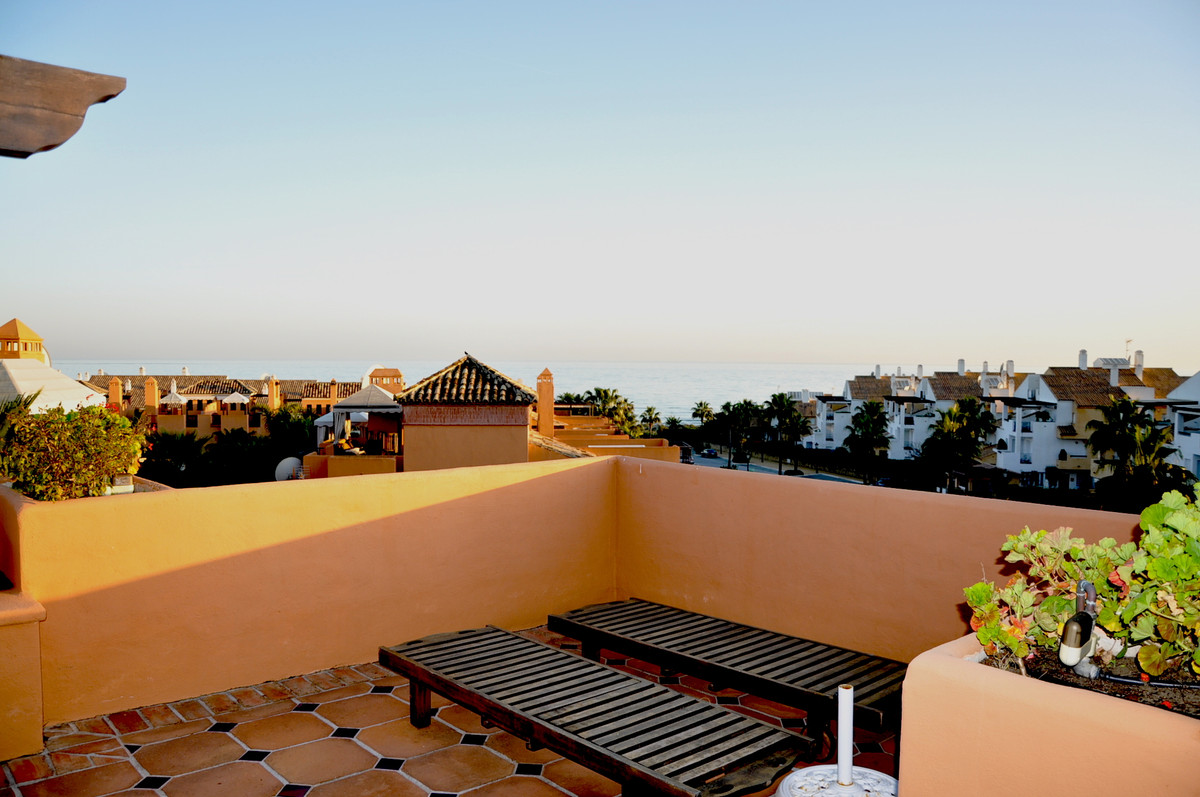 Incredible townhouse house on the corner 200 meters from the beach in the renowned urbanization Bahi, Spain