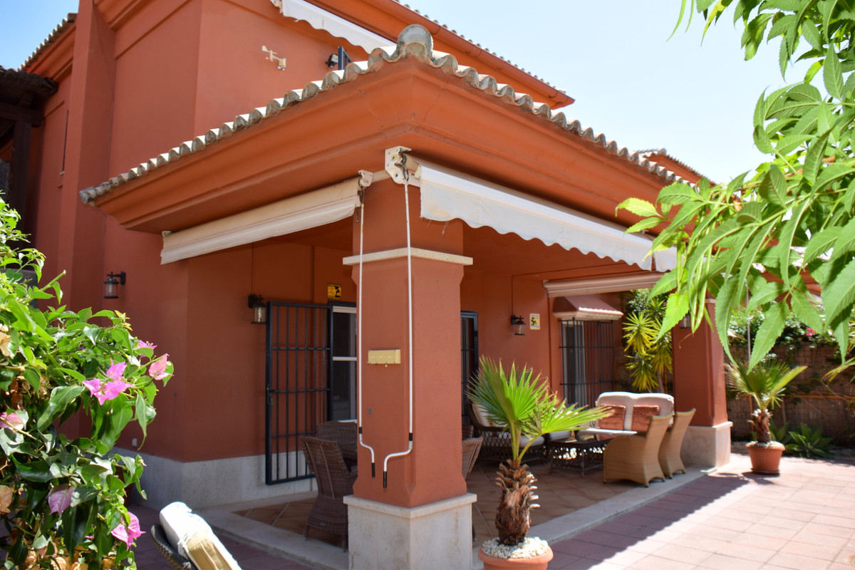Fantastic semi-detached villa in front line golf, situated in the well known urbanization of Santa C,Spain