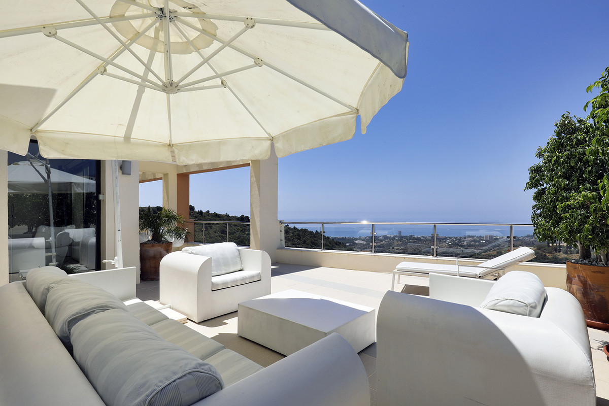 Spacious two-bedroom apartment located in the exclusive complex, Samara Resort, in the Altos de Marb,Spain
