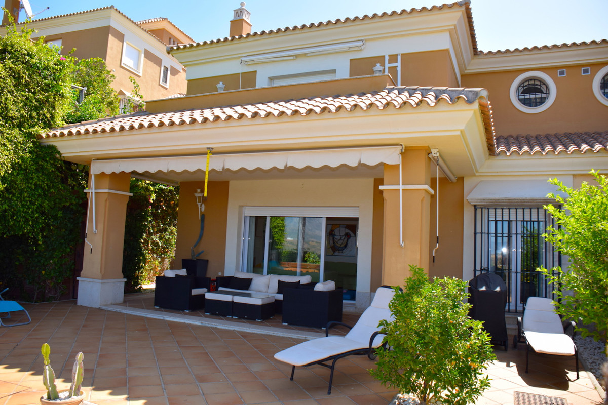 Fantastic property in first line of golf, with west orientation and beautiful views over the golf, t, Spain