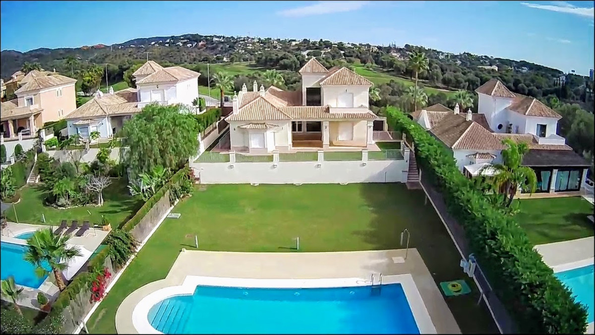 Fabulous detached villa with large plot and private pool. Situated on the first line of golf, the ho, Spain