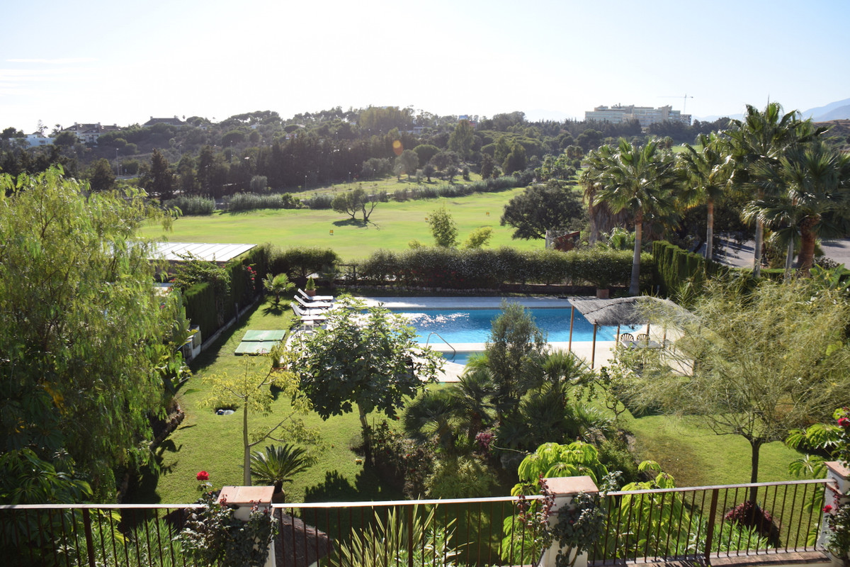 Fabulous detached villa with southwest orientation, large plot and private pool. Situated on the fir, Spain