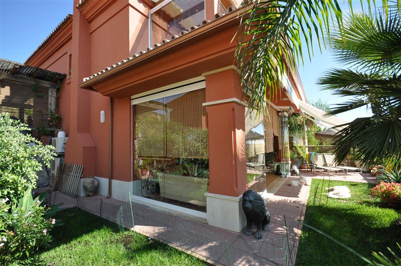 Beautiful and renovated semi-detached villa in Santa Clara with nice views and facing West. The prop, Spain