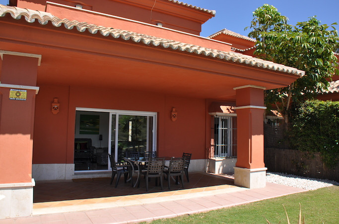 Beautiful townhouse, located in the well-known urbanization of Santa Clara Golf, with 24 hour securi,Spain