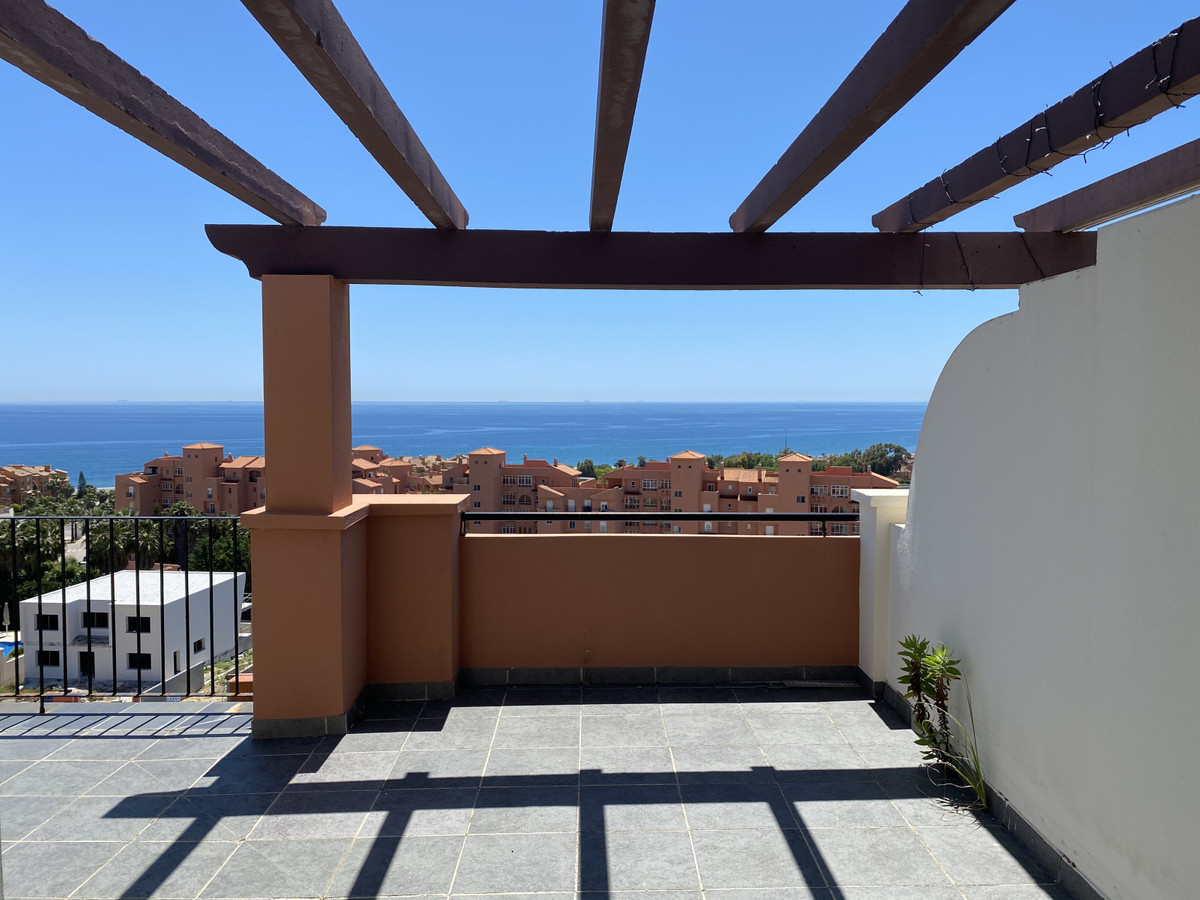 Apartments with high finance in La Duquesa on Costa del Sol
