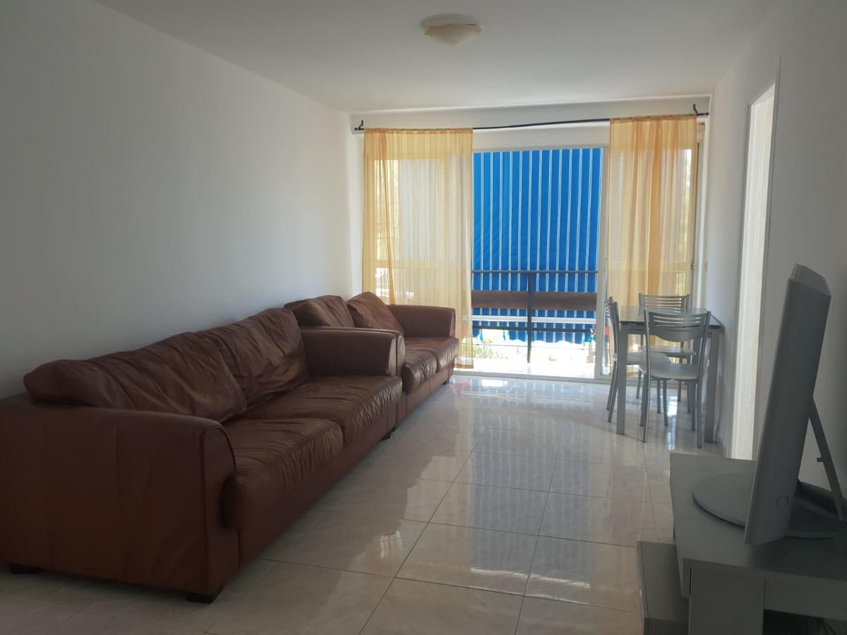 R3629414 | Top Floor Apartment in Estepona – € 110,000 – 3 beds, 1 baths