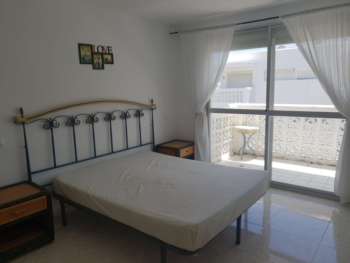 R3629414   Top Floor Apartment in Estepona – € 110,000 – 3 beds, 1 baths