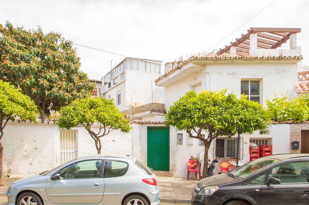 NEGOTIABLE!  Amazing opportunity to buy a very old house (from 1955) in the old quarter of Benalmade,Spain