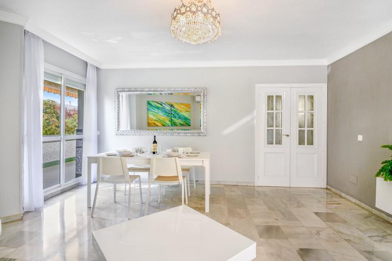 Апартамент средний этаж in Marbella