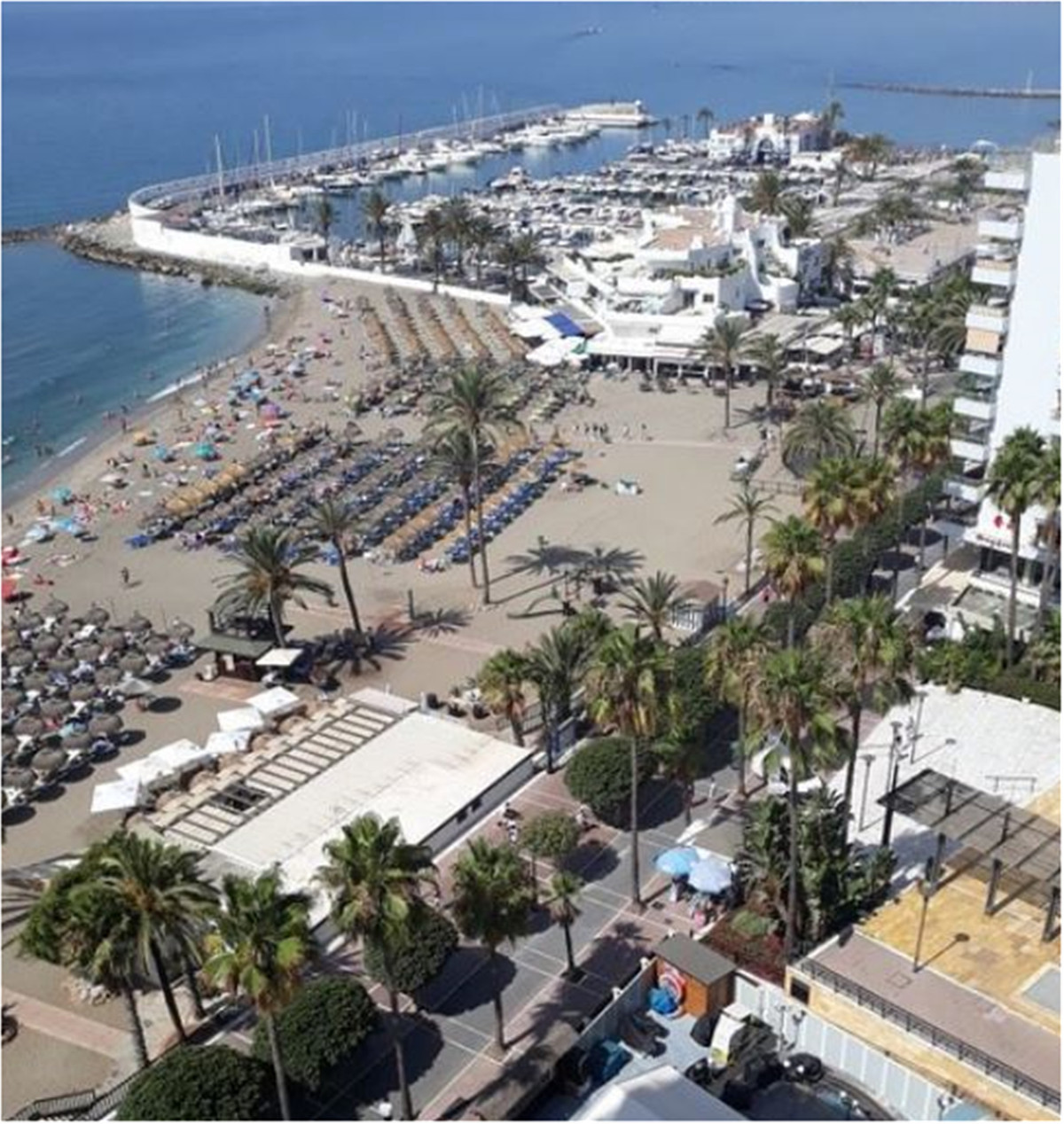 OPPORTUNITY FOR INVESTORS  RESTAURANT FOR SALE, MARBELLA CENTRE, ON THE BEACH, 140 SEATS, 900.000 EU, Spain