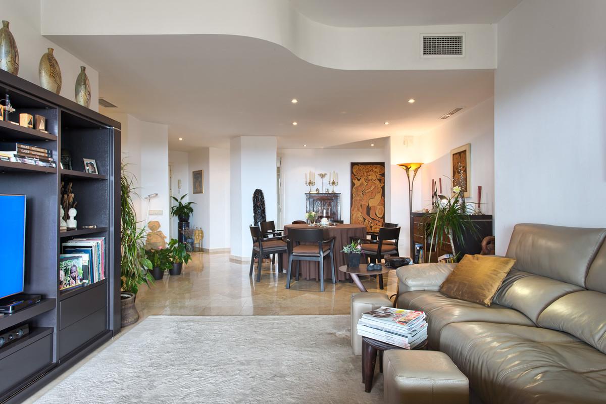 Apartamento en Venta en Elviria – R3066490