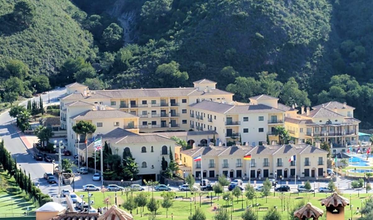 Hotel for sale in Benahavís R2422081
