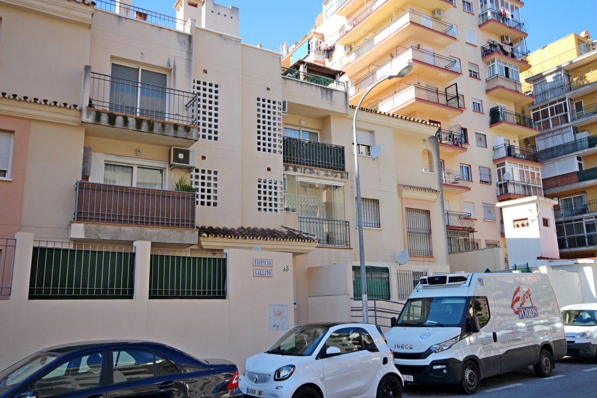 Ground floor apartment, located in the Manantiales area. The house is unfurnished, although the sepa,Spain