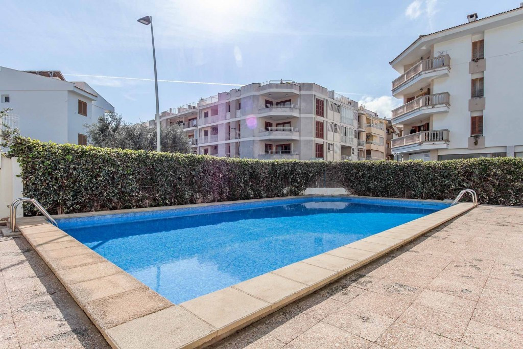 This property is a very nice ground floor apartment in the highly sought after coastal town of Puert, Spain