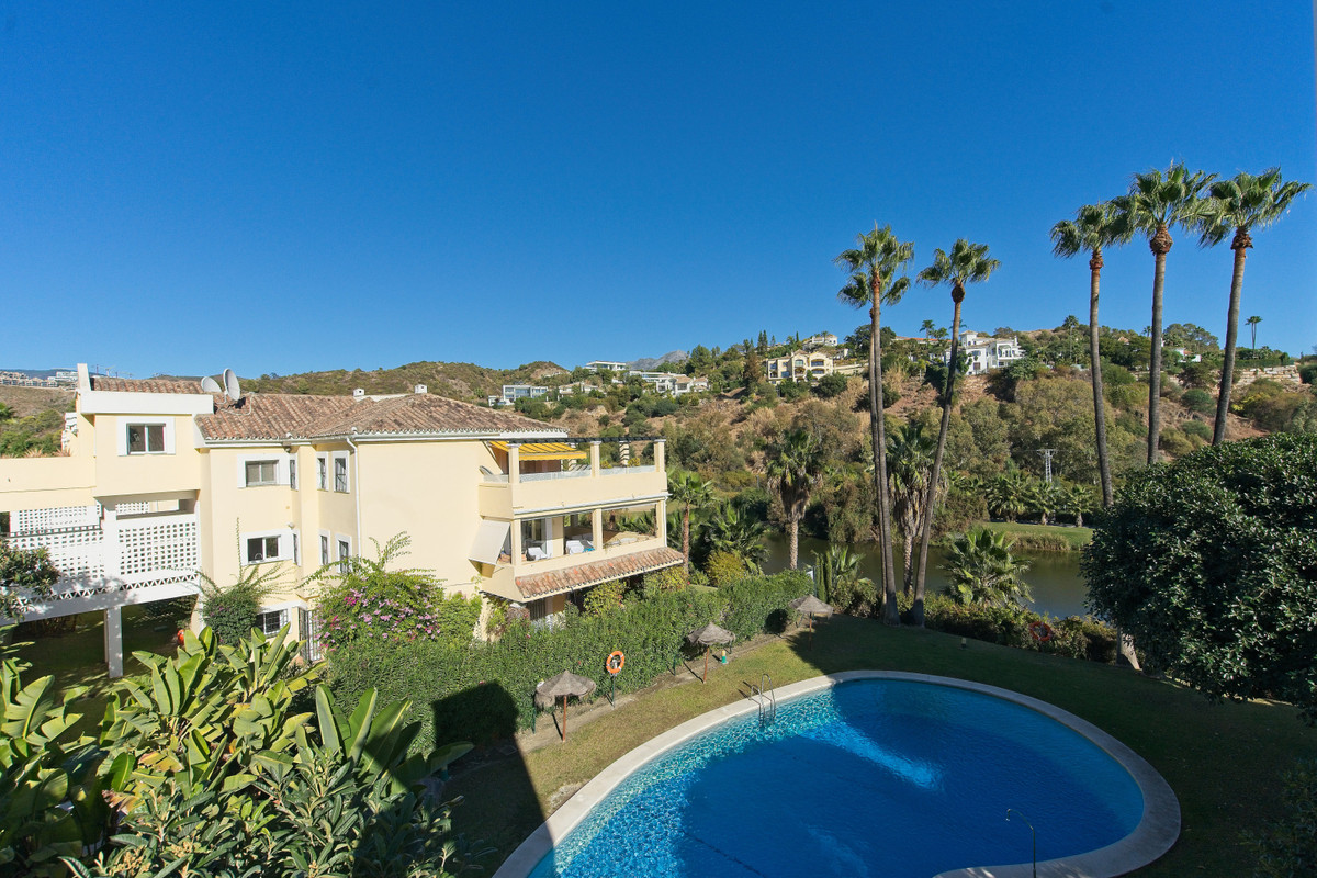 BANK REPO!!! Super apartment in the upscale area of La Quinta, home to two of the best golf courses ,Spain