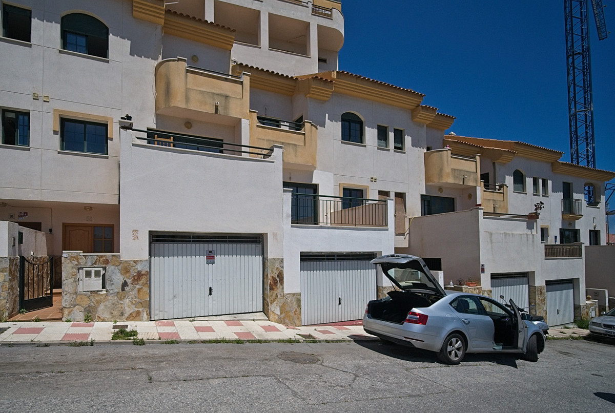 Property offered by bank. Attached in Urb. Torregolf, Benalmadena, expanding area. Housing on four f,Spain