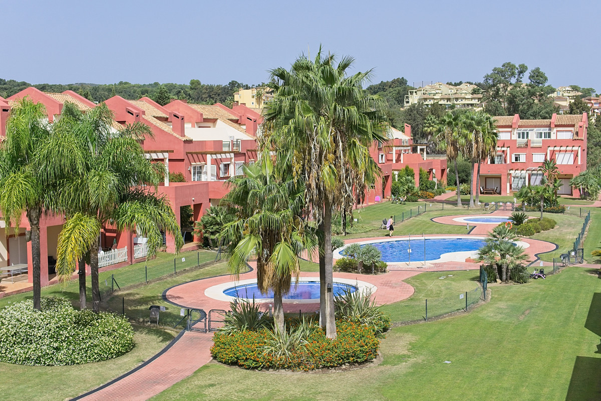 BANK REPO!!! Attractive townhouse set in one of the most desirable addresses in Southern Spain. Soto,Spain