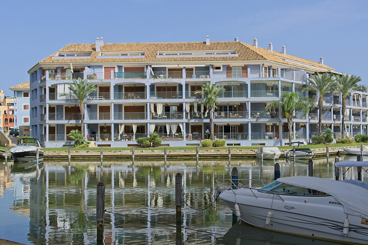 BANK REPO!!! Waterfront home in the exclusive Sotogrande Marina within walking distance of all the p, Spain
