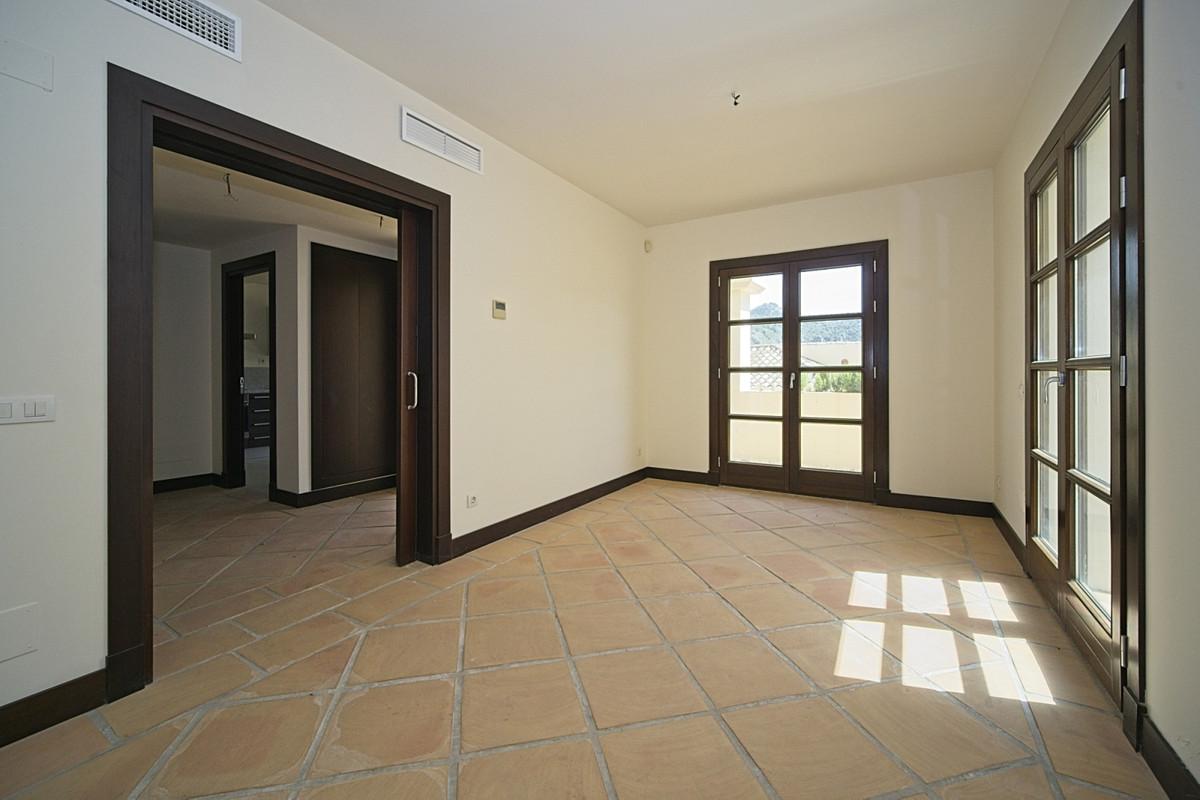 R3836491   Townhouse in Benahavís – € 367,500 – 4 beds, 4 baths