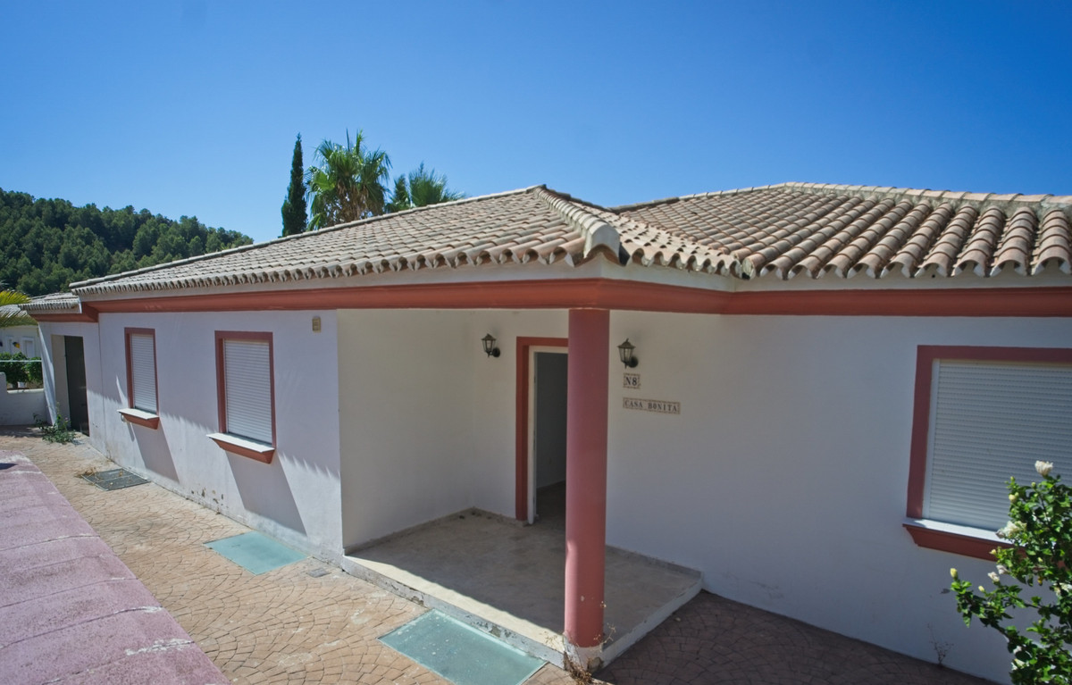BANK REPO!!! Fantastic investment opportunity, easy access for the villages of Mijas, Benalmadena an, Spain
