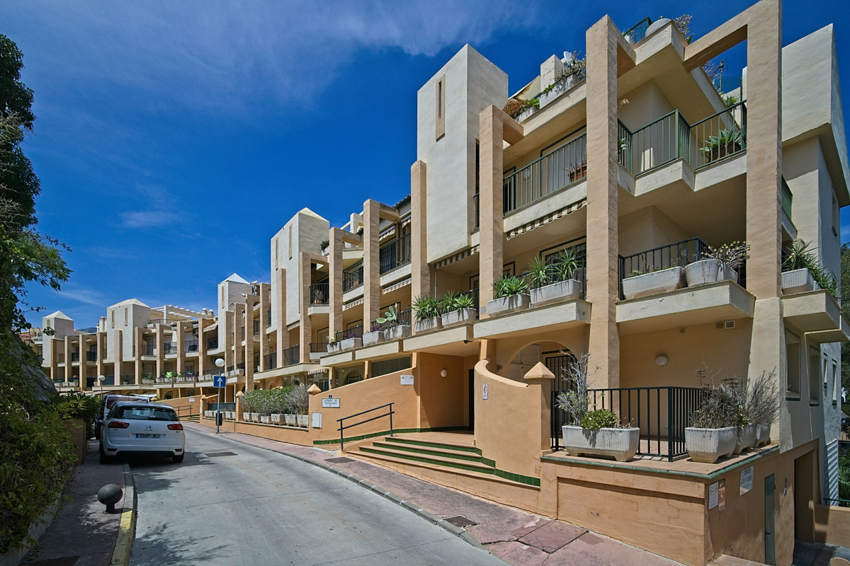 BANK REPO!!! Nice two bedroom apartment within walking distance of the beach and train station, Fuen,Spain