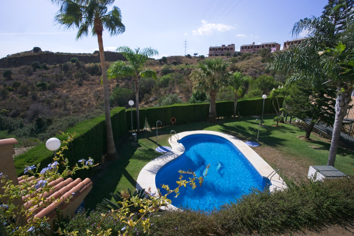 BANK REPO!!! We have a choice of 3 bank owned properties in the Valle Tropical development, part of ,Spain