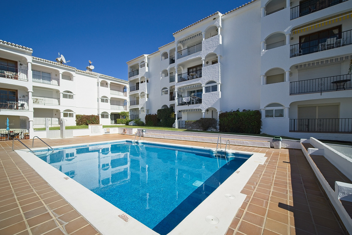 BANK REPO!! This lovely ground floor apartment is situated in the ever popular development of Las Ad,Spain
