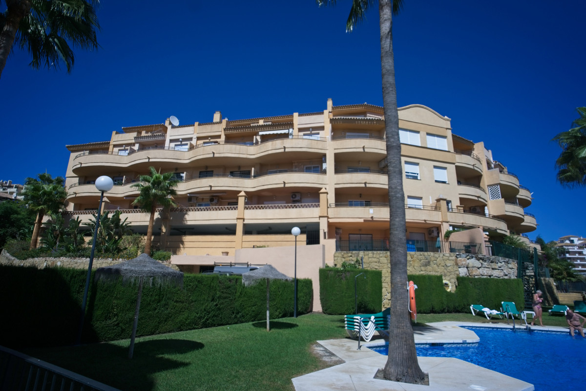 BANK REPO!!! This apartment is located in the Riviera del Sol urbanisation with the Miraflores golf , Spain