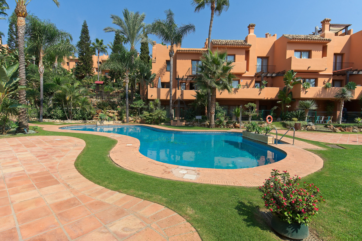 BANK PROP!!! Riviera Hill Club is an exclusive development of luxury townhouses located in Riviera d,Spain