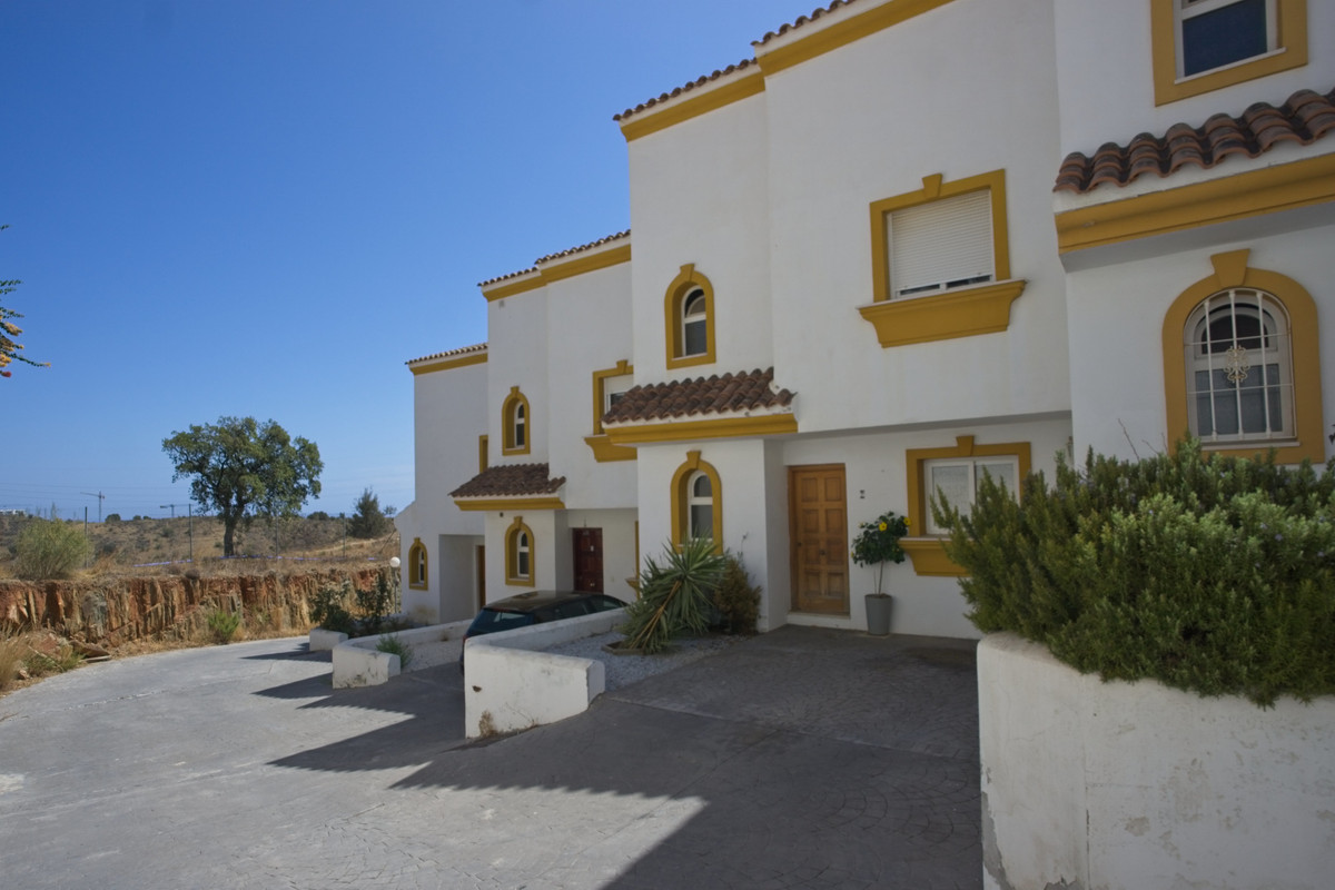 BANK REPO!!! Torreblanca is a popular area on the outskirts of Fuengirola, popular with both holiday,Spain