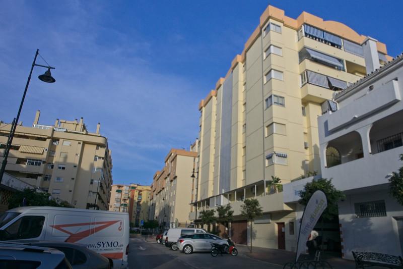 Marbella Banus Middle Floor Apartment a la venta, Fuengirola – R3503590