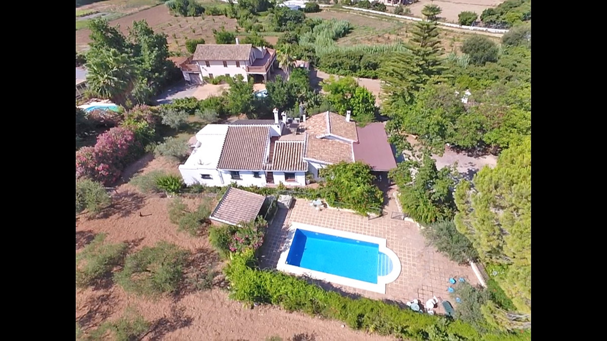 Adorable finca in Coin !!!!  Home sweet home, this is how this beautiful house is best described in ,Spain