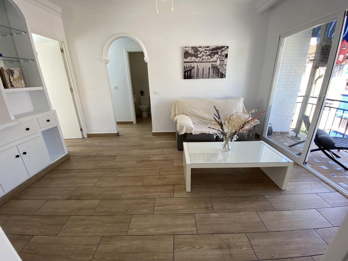 OPPORTUNITY IN THE CENTER OF FUENGIROLA !!!!  Completely renovated apartment in a central area of Fu,Spain