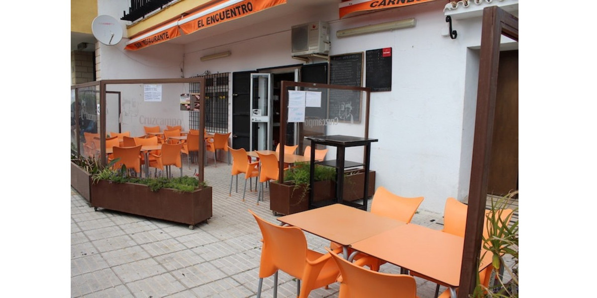 TRANSFER BAR AND RESTAURANT !!!  Commercial premises with license for restaurant and bar without mus, Spain