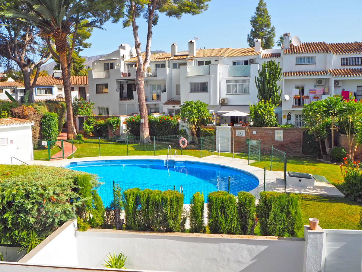 Do not miss this opportunity to acquire a beautiful townhouse READY TO MOVE IN in an easily accessib, Spain