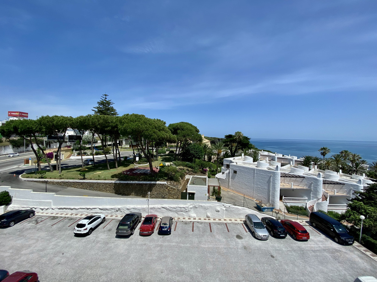 Located in Calahonda, on La Luna beach, 200 meters from the beach, it has a coastal path surrounded Spain