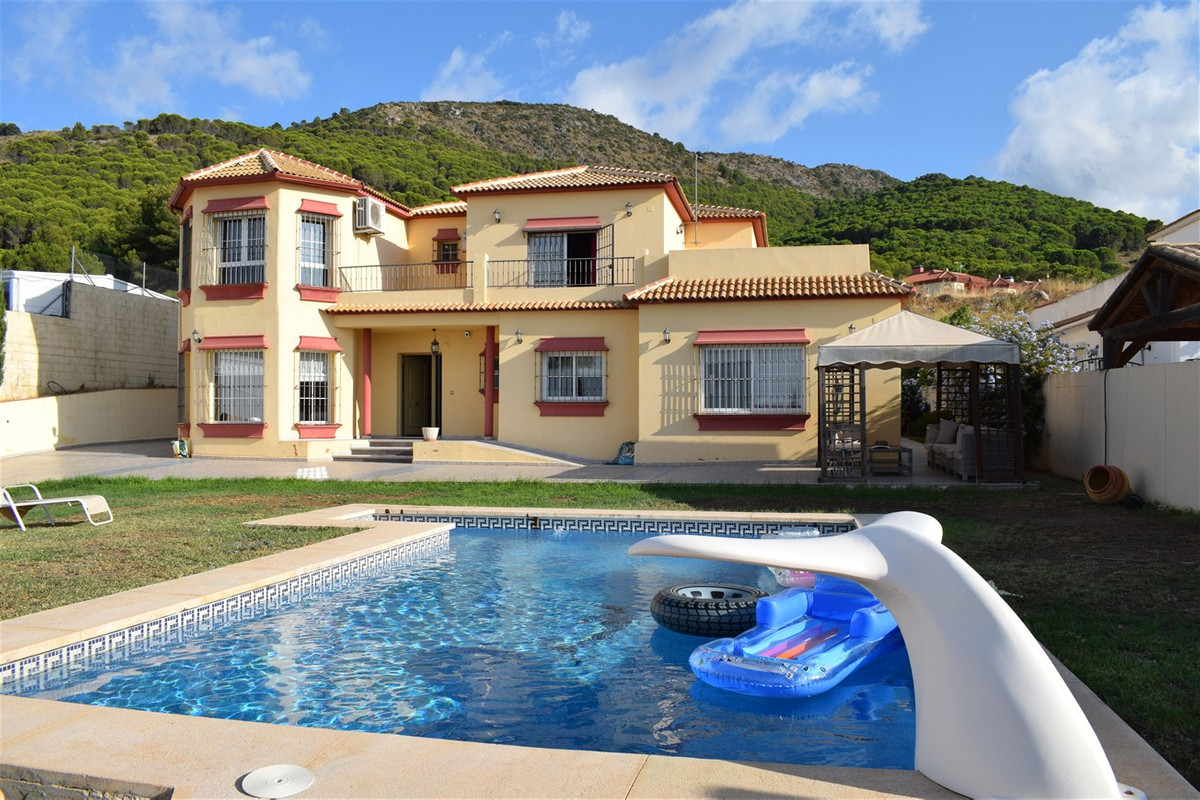 Detached house for sale in Alhaurin de la Torre in the Urbanization Los Pinos! Panoramic views and s, Spain