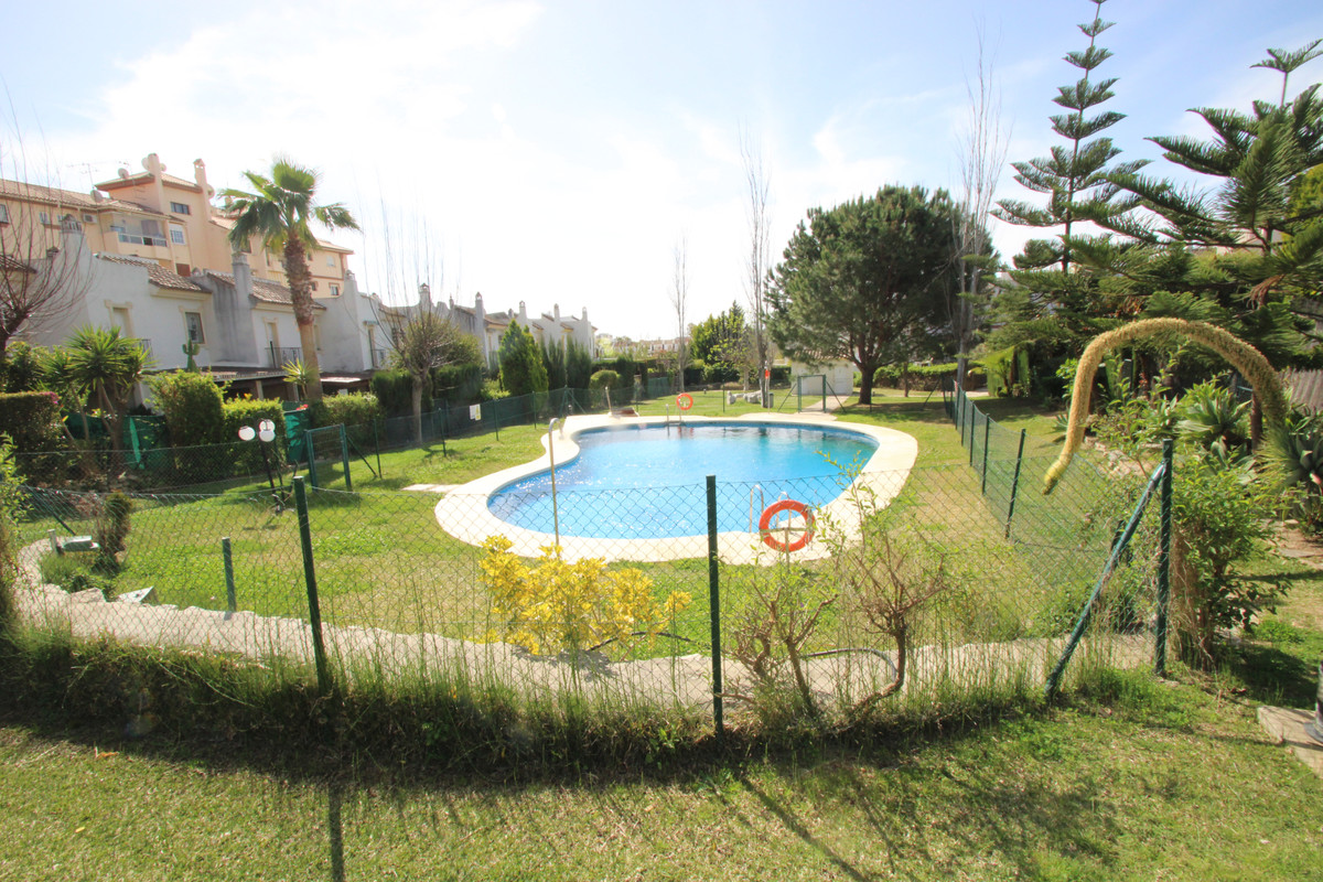 Townhouse, El Coto, Costa del Sol. 3 Bedrooms, 2 Bathrooms, Built 153 m², Terrace 20 m², Garden/Plot, Spain
